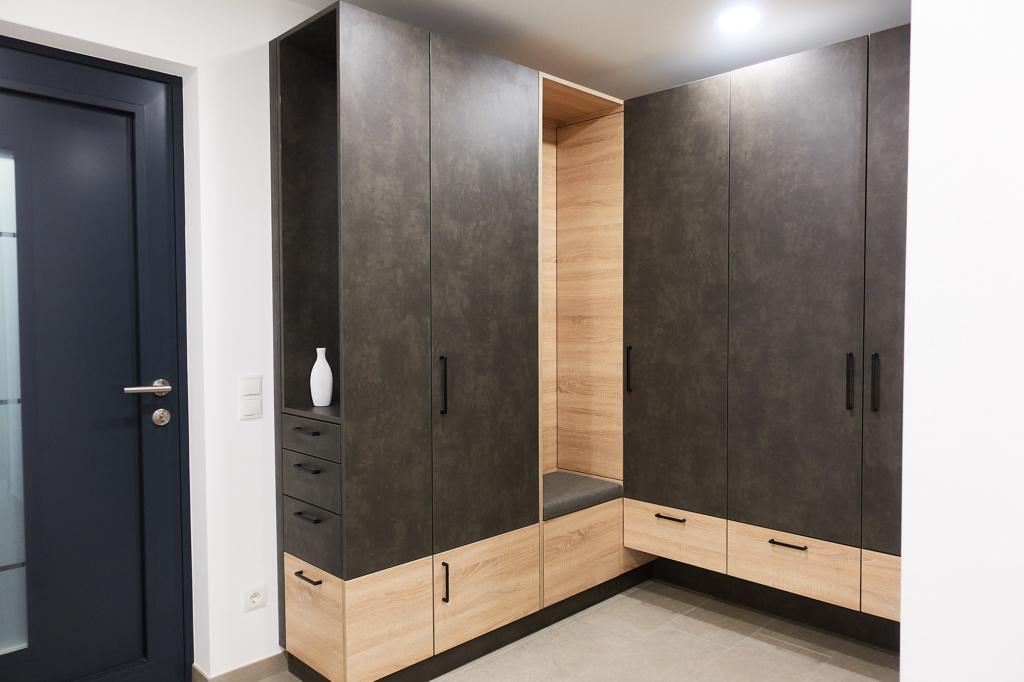 Garderobe | belebter Empfang